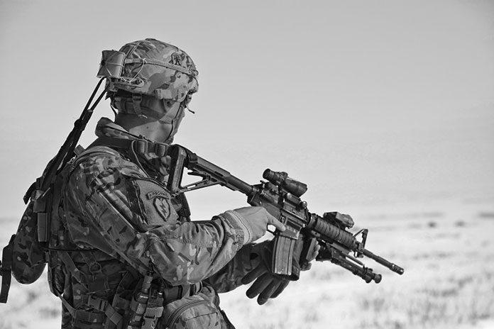 Czym napędzane są repliki broni?