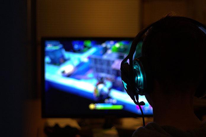 Gry komputerowe i na konsole na płytach przechodzą do lamusa – kolejny powód, aby przejść na światłowód